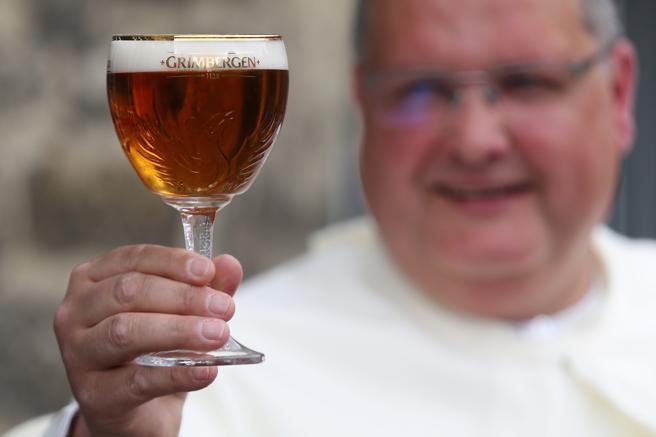 Mano de Monje Recrean Cerveza